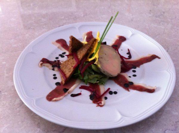 Foie Gras Maison du Sud-Ouest, Chutney de Mangue, Poivre de Sichuan et ses Chips de Carottes au Thym